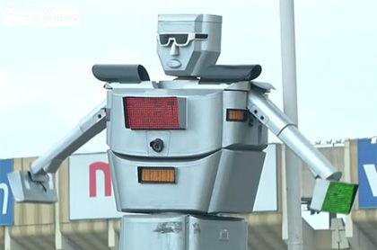 вместо регулировщика робот