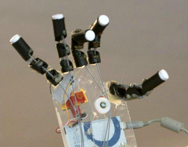 роботизированная рука управляемая мыслью