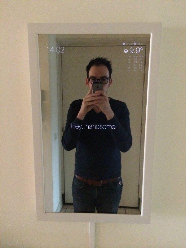 Зеркало с комплиментами
